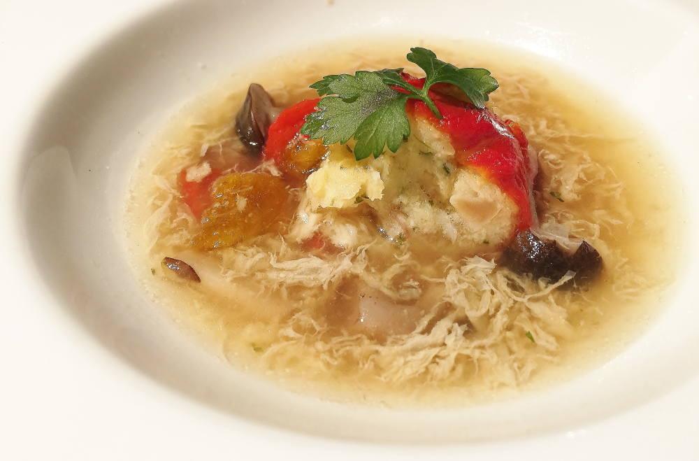 タラと赤ピーマンのカネロニ仕立て 卵入りスープ