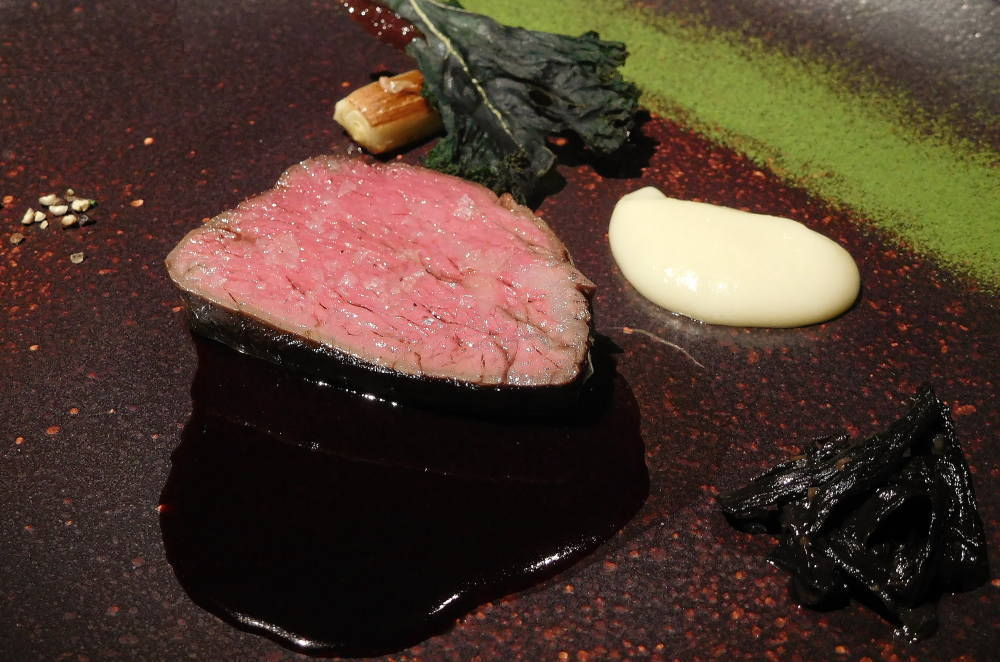 短角牛のステーキ