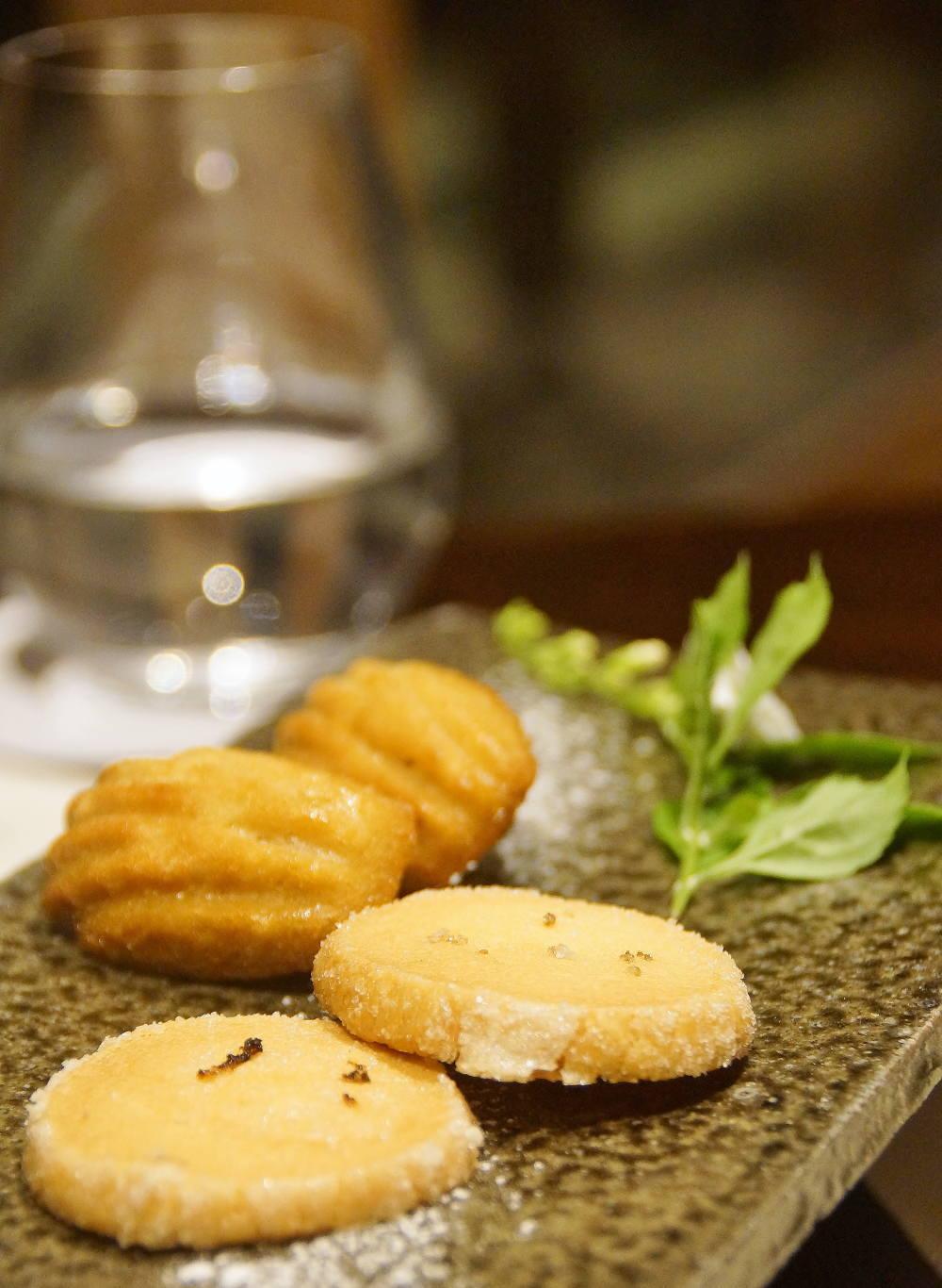塩と柑橘のクッキーと黒蜜のマドレーヌ