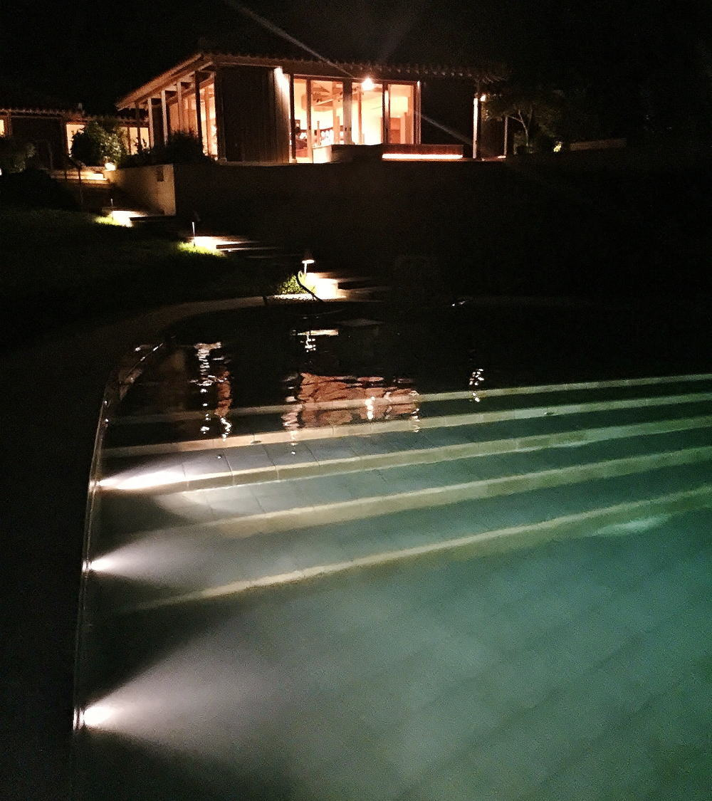 星のや竹富島 プール 夜