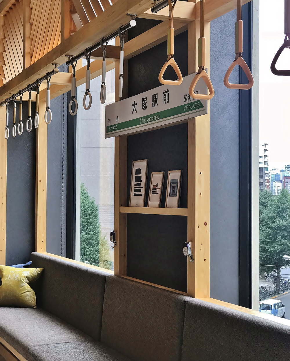 OMO5東京大塚 都電荒川線「大塚駅前」を模したロビーフロント
