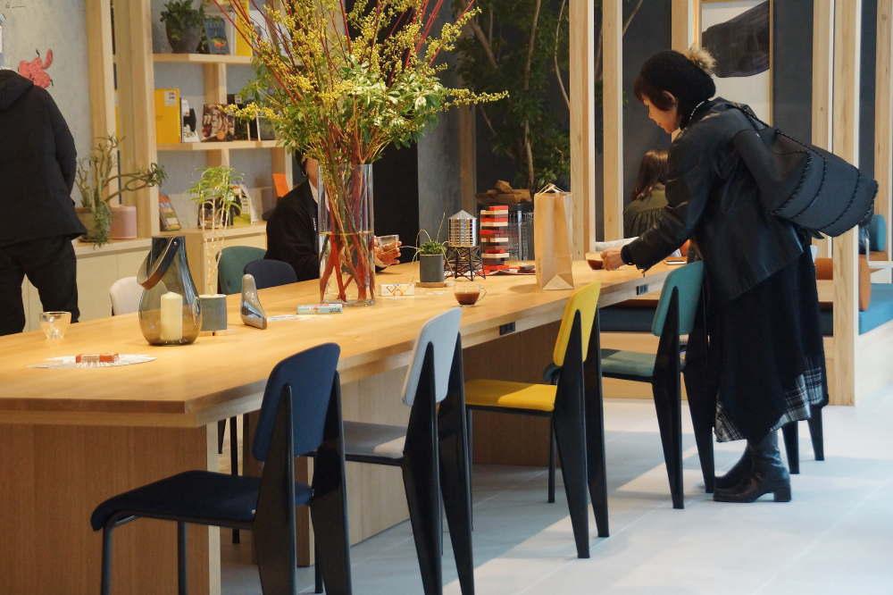 BEB5 ロビーの晩餐テーブル