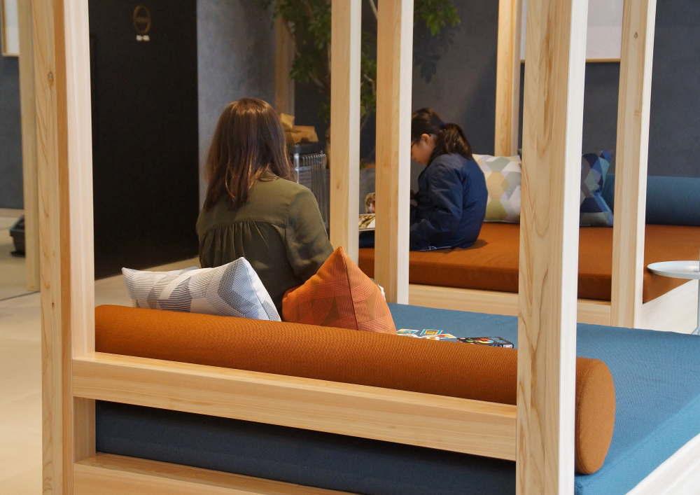 BEB5 フロントロビーのソファー