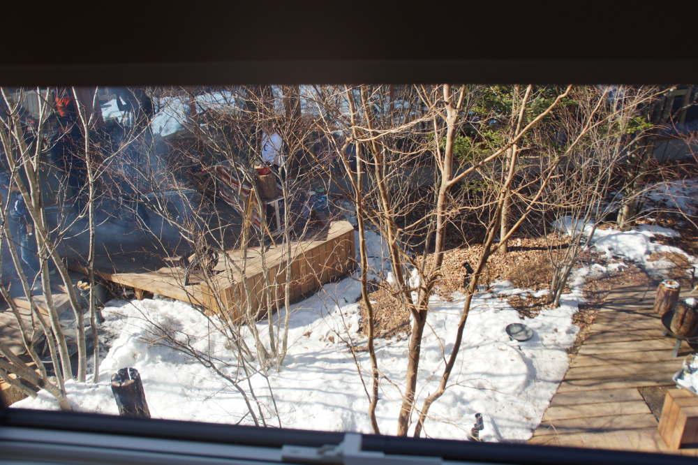 BEB5の客室の窓から見える中庭