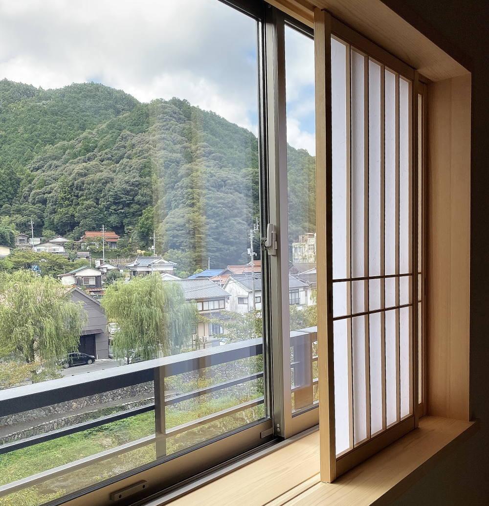 窓からの借景は音信川